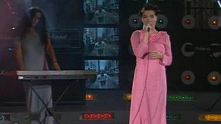 """La prima volta di Björk in Italia al """"Festivalbar"""" nel 1994"""