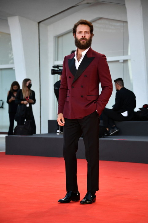 Venezia 78, look maschili: da Khaby a Chalamet,i più eleganti sul red carpet