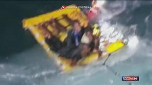 Lampedusa, barcone semiaffondato: salvi 125 migranti