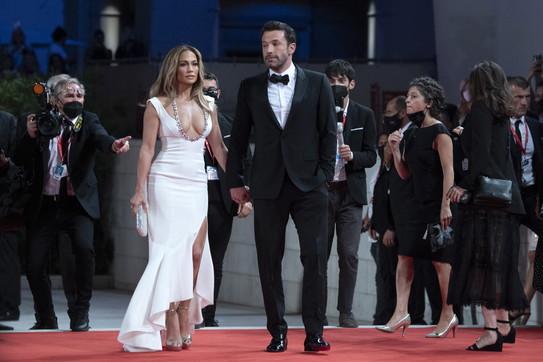 Jennifer Lopez e Ben Affleck, passione sul red carpet