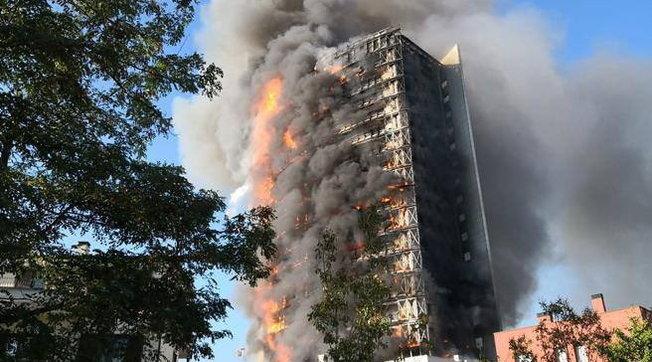 Torre dei Moro, tra le cause dell'incendio spunta l'ipotesi di una sigaretta gettata dal balcone