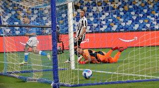 La Juve regala, rimonta Napoli con Politano e Koulibaly: Allegri a -8 dalla vetta