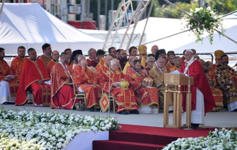"""Papa Francesco in Slovacchia: """"Mai ridurre la croce a un simbolo politico"""""""