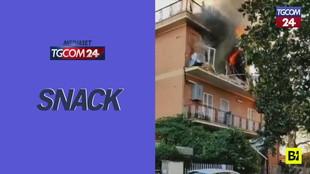 Roma, esplosione e fiamme in una palazzina a Tor Bella Monaca