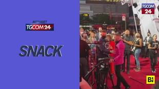 Mtv Music Awards, rissa sfiorata sul red carpet tra Conor McGregor e Machine Gun Kelly