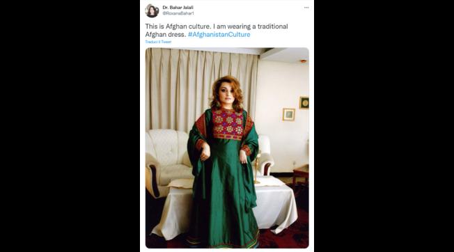 """""""Non toccare i miei vestiti"""": su Twitter le donne afghane dicono no ai talebani"""
