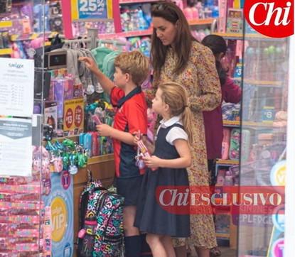 Riecco Kate Middleton: in cartoleria con George e Charlotte