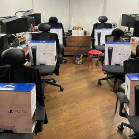 Project Eve, il responsabile del videogioco regala 260 PS5 ai dipendenti dopo l'evento PlayStation