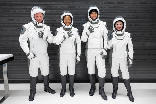 SpaceX, prima missione che porta in orbita un equipaggio di soli civili