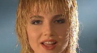 """È il 1991: Lorella Cuccarini canta la sigla di """"Bellezze sulla neve"""""""