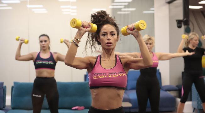 Fitness e pesi: le donne di Casa tirano fuori i muscoli