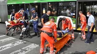 Milano, schianto tra un filobus e un'auto: feriti