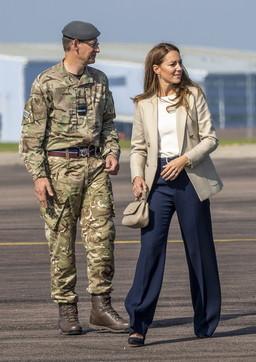 Kate Middleton torna al lavoro: incontro con i militari impegnati in Afghanistan