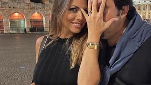 Flora Canto ed Enrico Brignano verso le nozze: lui le ha regalato l'anello durante lo show