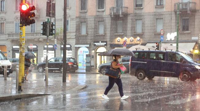 Nubifragio a Milano: forti piogge e strade allagate