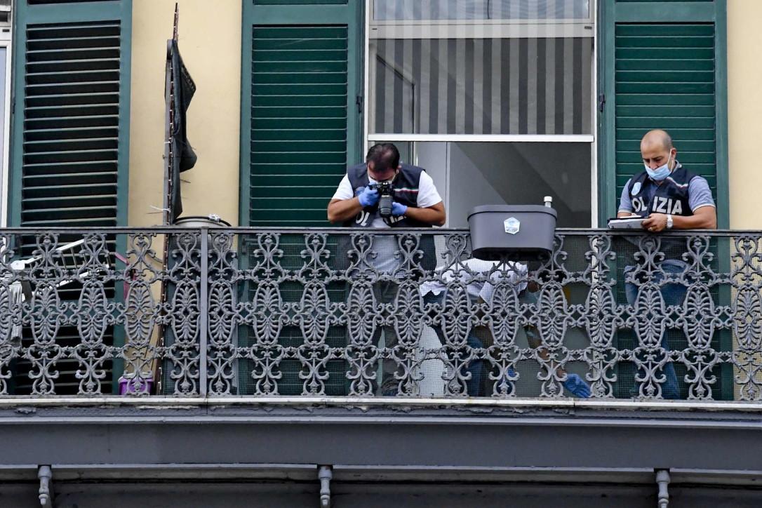 Napoli, bimbo precipita dal balcone di casa e muore