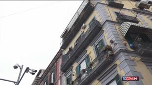 Napoli, bimbo precipita dal balcone e muore