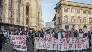 """Milano, nuovo corteo non autorizzato dei """"No Green pass"""""""