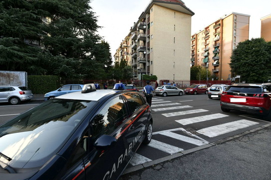 Accoltellato alla gola, morto 36enne nel Milanese