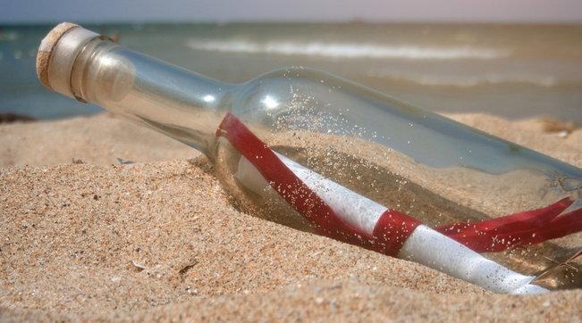 Bottiglia con messaggio ritrovata 37 anni dopo su una spiaggia delle Hawaii