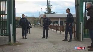 Frosinone, detenuto in carcere spara a tre reclusi