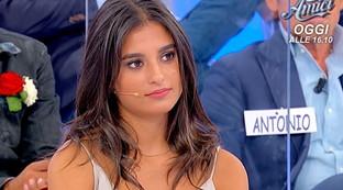 """Primi attriti a """"Uomini e Donne"""", le corteggiatrici di Matteo contro Maria: """"Sei falsa"""""""