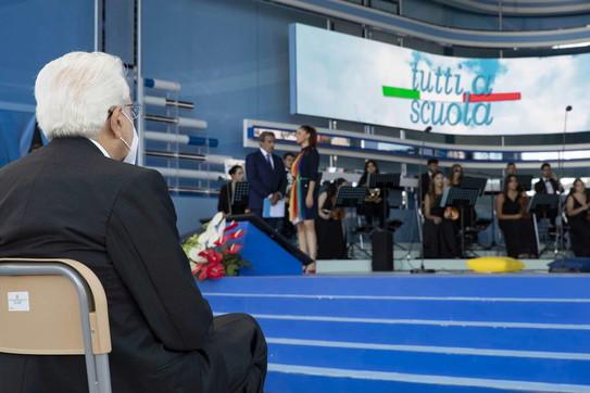 """Scuola, Mattarella: """"Con i vaccini mai più chiusure"""""""