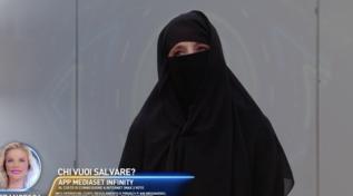 """""""GF Vip"""", Jo Squillo indossa il burqa: """"Atto di solidarietà per le sorelle di Kabul"""""""