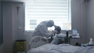 """""""Io Resto"""": al cinema il dramma della pandemia di Covid visto dall'interno di un ospedale"""
