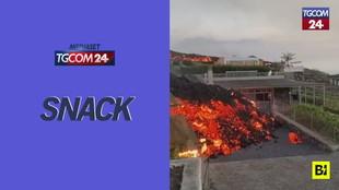 Canarie, la lava del vulcano Cumbre Vieja inghiotte strade e case