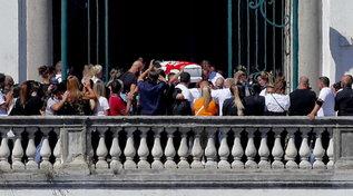 Napoli, l'ultimo saluto a Samuele, il bimbo buttato giù da un balcone