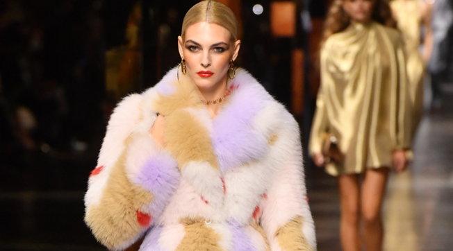 Milano Fashion Week, Fendi primavera estate 2022: i look della sfilata