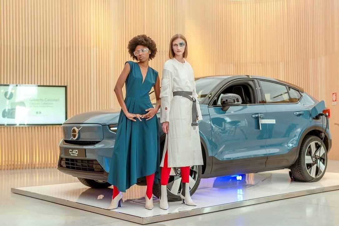 La Volvo C40 Recharge ispira la Capsule Collection di Calzolari