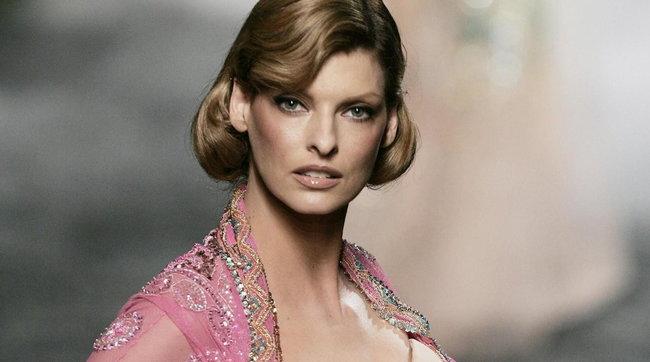 Il fascino di Linda Evangelista, super top model regina della passerelle
