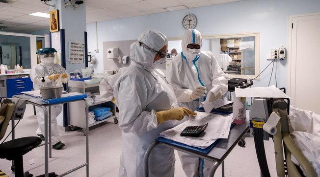 Padova, l'anestesista simbolo della lotta al Covid sospeso perché no vax