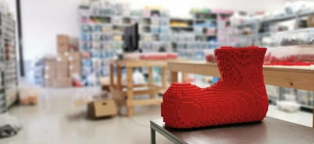 Da Lego arriva l'omaggio al Gabibbo: 65mila mattoncini di soli tre colori