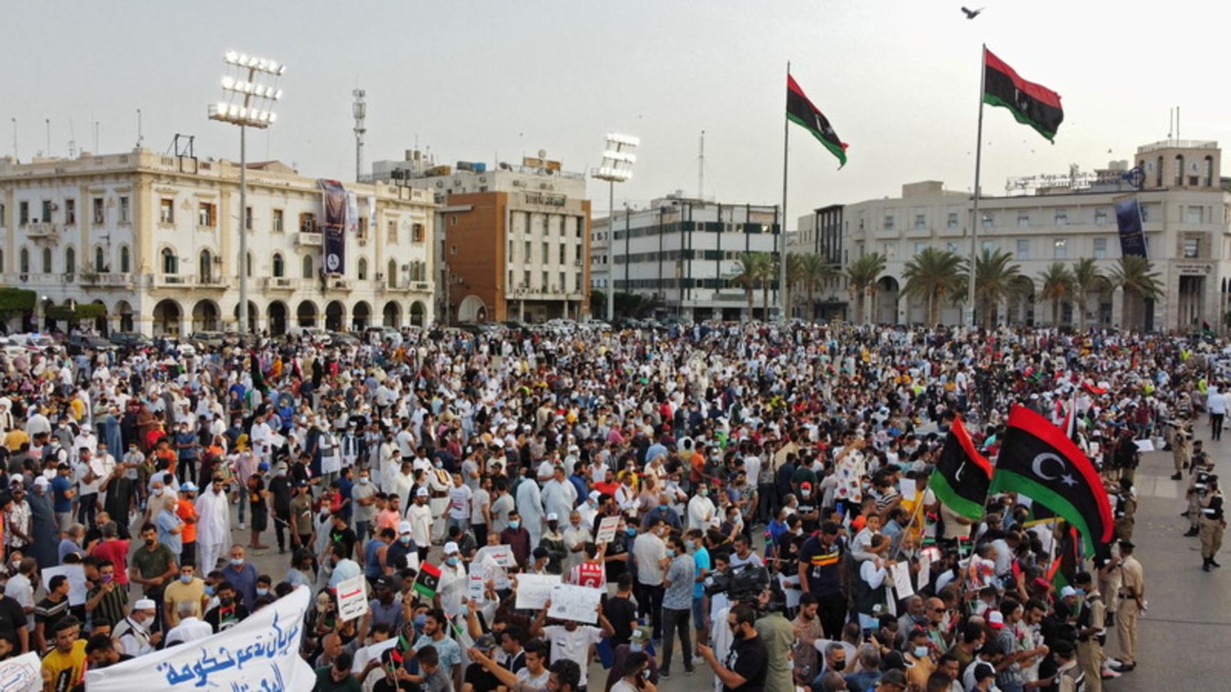 Libia, migliaia in piazza a Tripoli per sostenere il governo