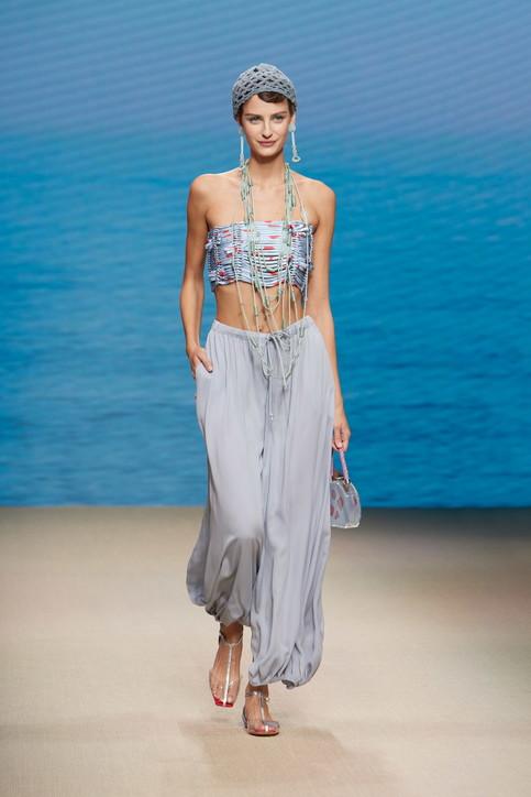 Moda, Giorgio Armani: i look della sfilata primavera estate 2022
