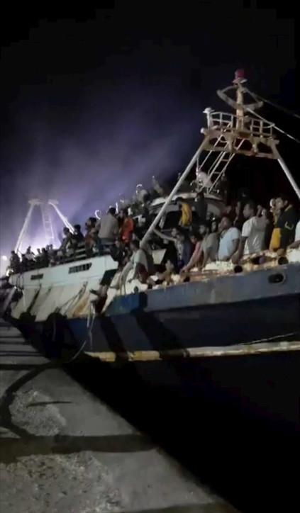 Lampedusa, maxi sbarco di oltre 500 migranti