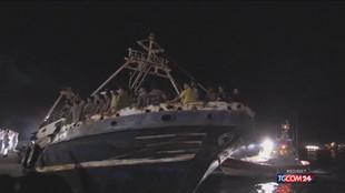 Maxi sbarco a Lampedusa: 686 migranti su un peschereccio