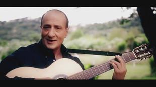 Mariano Apicella dedica un brano a Silvio Berlusconi per il suo compleanno