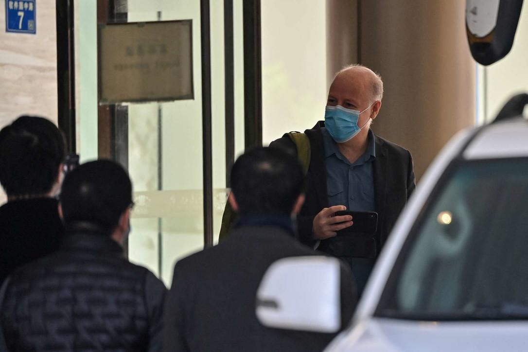"""Virus Covid, l'esperto dell'Oms che sosteneva la tesi """"naturale"""" lavorava con il laboratorio di Wuhan"""