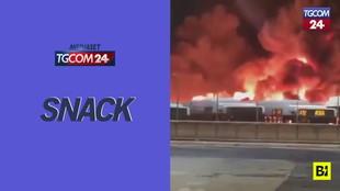 Roma, grosso incendio in un deposito Atac: distrutti 30 autobus