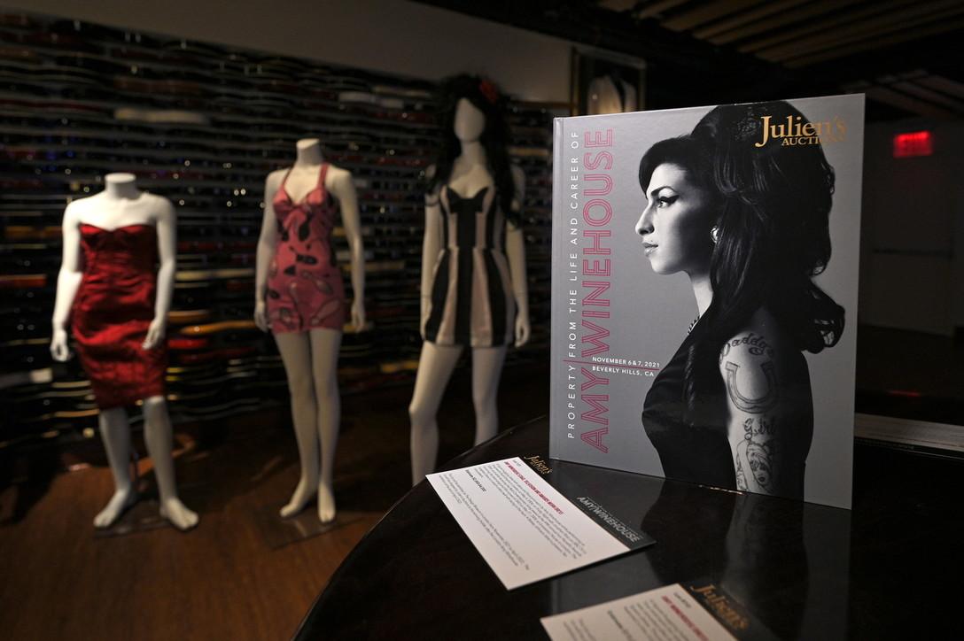 All'asta i cimeli di Amy Winehouse
