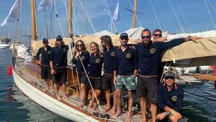 Luca Larenza veste l'equipaggio della vela d'epoca Marga