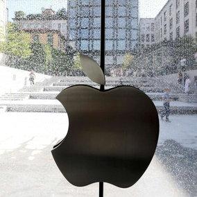 Crisi microchip, Apple taglierà la produzione degli iPhone13