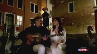 L'omaggio a Caruso di Yari, il Bob Dylan italiano, e Claudia Pavone
