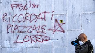 """Roma, scritte fuori dal comitato di Enrico Michetti: """"Ricorda piazzale Loreto"""""""