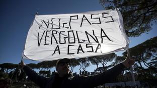 Roma, al Circo Massimo la manifestazione dei no Green pass