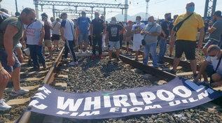 Whirlpool, confermati i licenziamenti:lettere dal 22/10 | L'ira deisindacati: porta sbattuta in faccia ai lavoratori